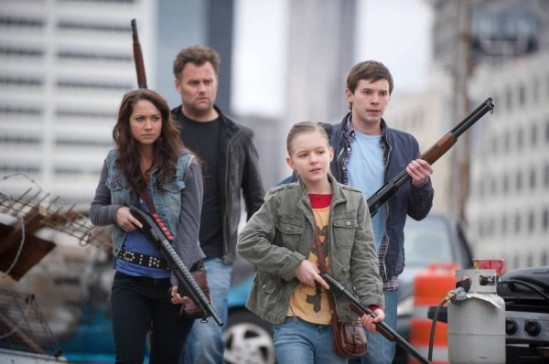 Kirk-Ward-Tyler-Ross-Maiara-Walsh-and-Izabela-Vidovic-in-ZOMBIELAND-2-600x398